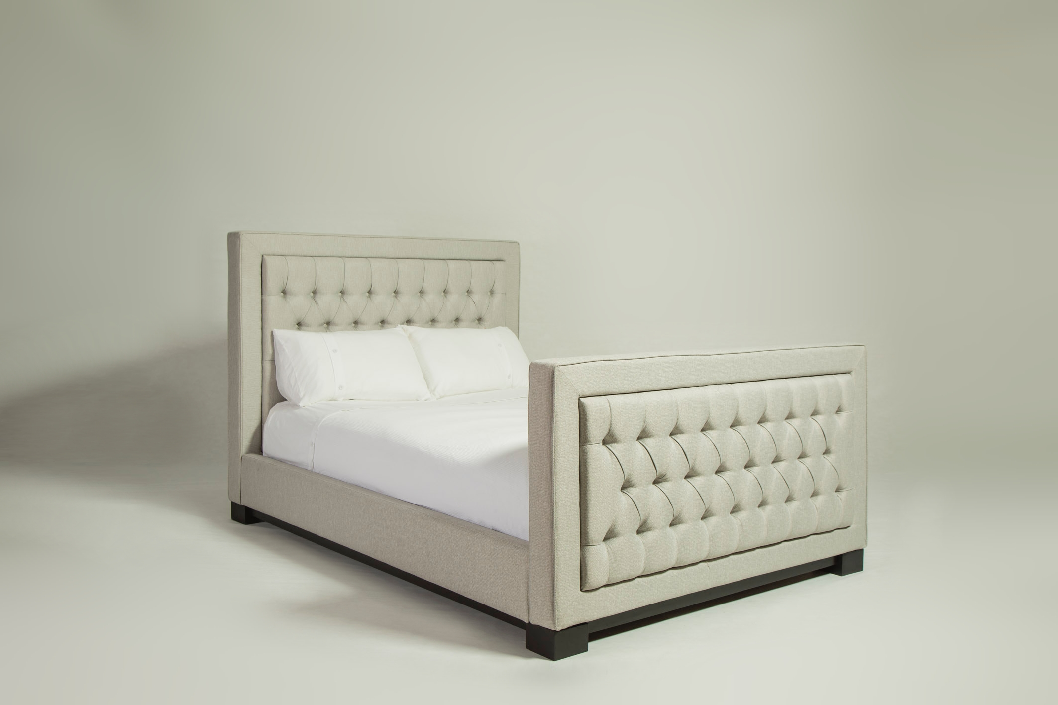 lux_deep_buttoned_bed_02.jpg