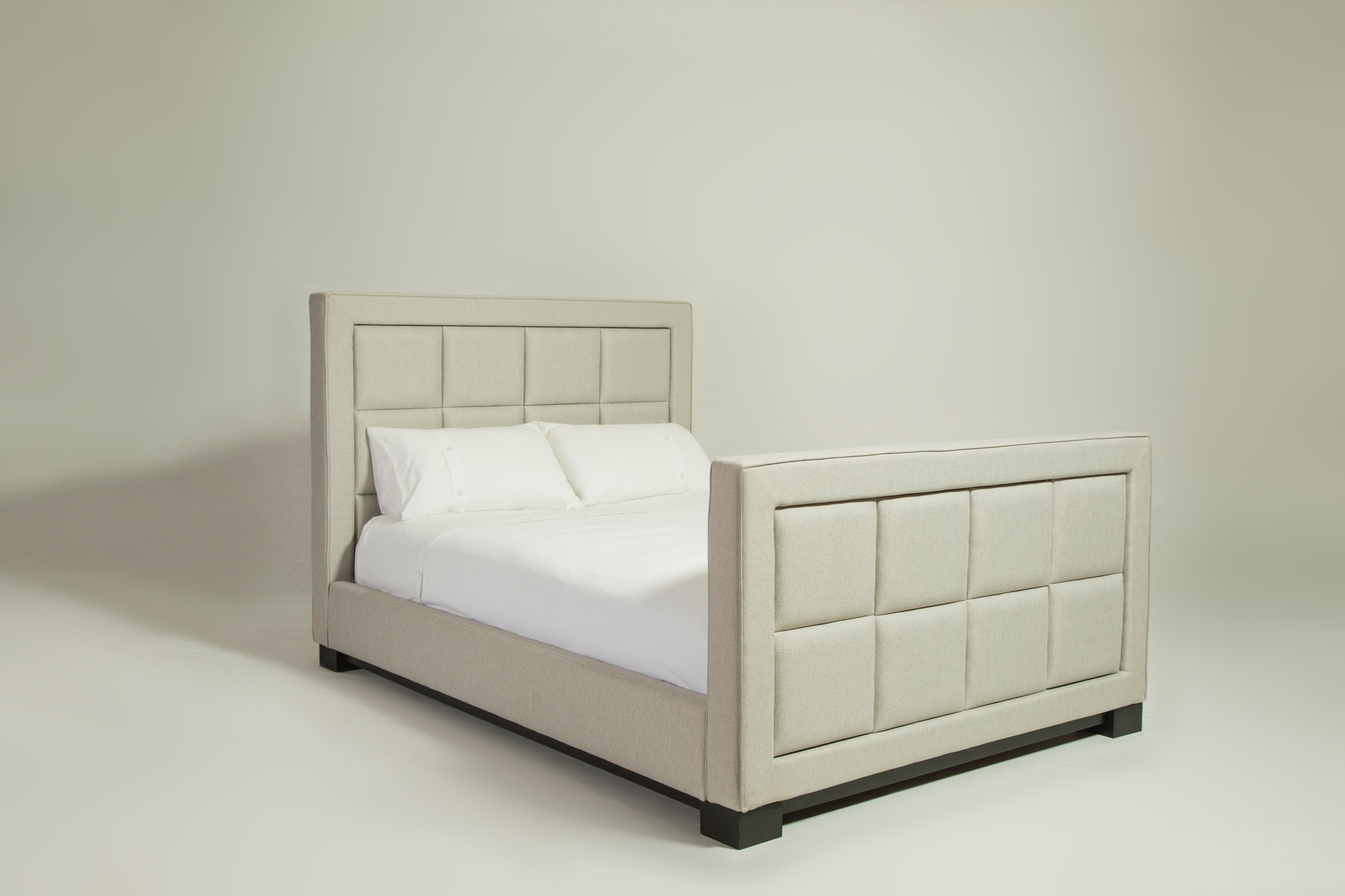 lux_panelled_bed_02.jpg